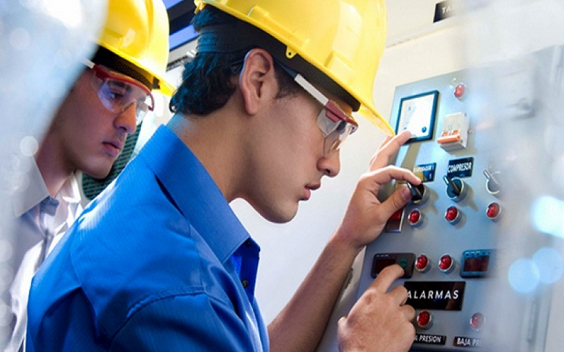 What does an Industrial Technical Engineer do
